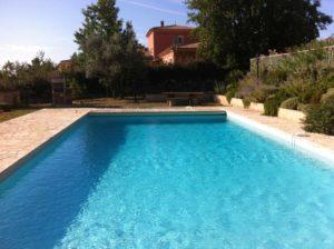 Piscine Assistance Azur entretien cette piscine