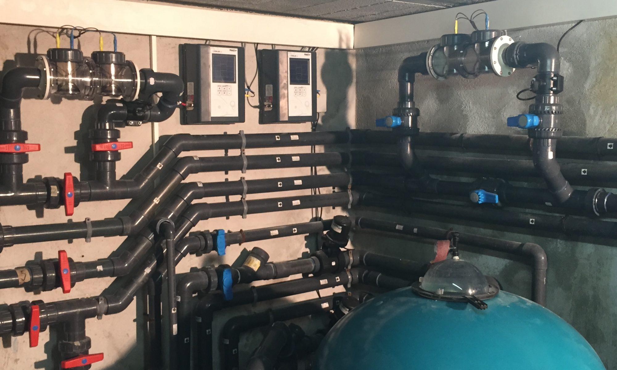 système de filtration installé par Piscine Assistance Azur dans un local technique